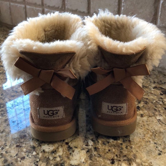 ee95958d585 Girls Mini Bailey Bow Uggs Size 3